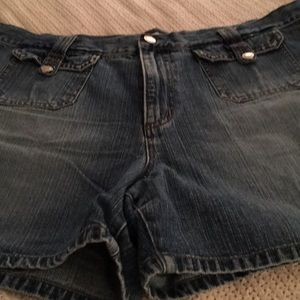 Faded Glory Ladies Jean Shorts. Size 16.
